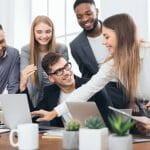 Un groupe découvre les avantages des programmes d'assurance collective